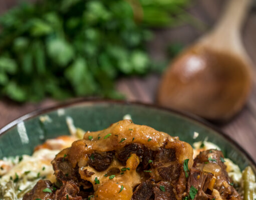 Braised Ox Tails and Creamy Green Beans